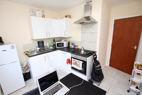 2 bedroom flat to rent - 2 Bedroom Flat   City Centre   Available 1st August