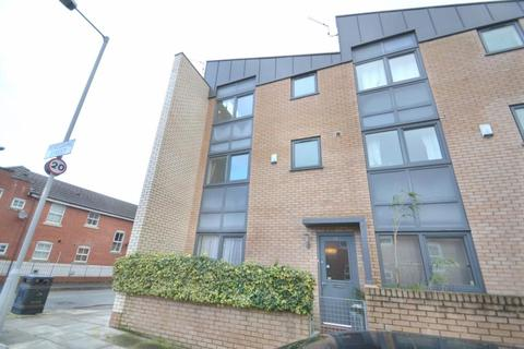 3 bedroom end of terrace house to rent - Peregrine St, Hulme, Manchester. M15 5PZ
