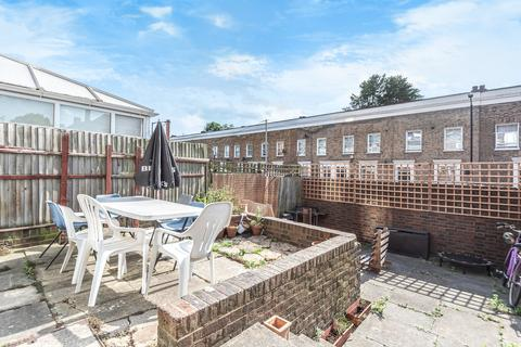 3 bedroom maisonette for sale - Ledbury Street Peckham SE15