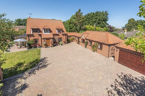6 bedroom detached house for sale - High Street, Osbournby, NG34