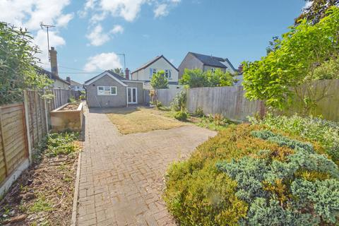 2 bedroom detached bungalow for sale - Rickstones Road, Witham, CM8 2NG