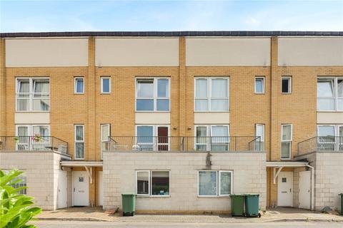 6 bedroom terraced house to rent - Flint Close, London, E15