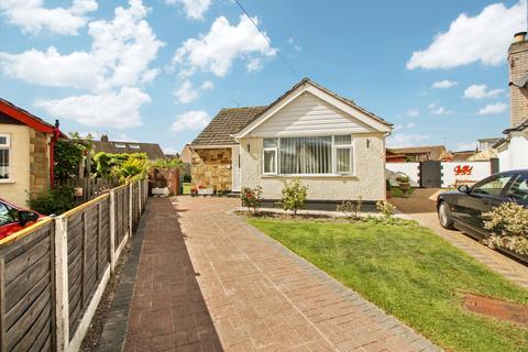 3 bedroom detached bungalow for sale - Yr Encil, Pensarn