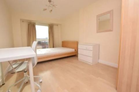 2 bedroom flat to rent - St. Margarets Avenue, London