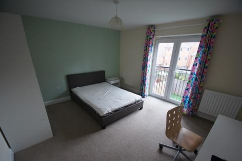 4 bedroom semi-detached house to rent - Gibraltar Close , Coventry, CV3 1NT