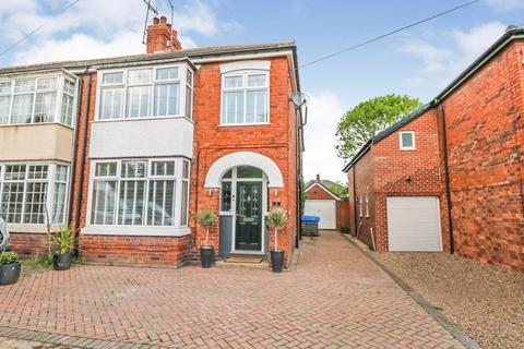 3 bedroom semi-detached house for sale - Ferndale Avenue, Willerby
