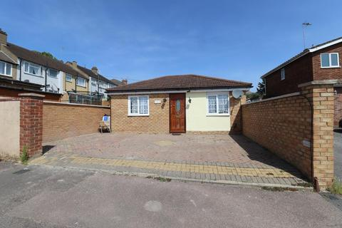 1 bedroom detached bungalow for sale - High Beech Road, Sundon Park, Luton, Bedfordshire, LU3 3DD