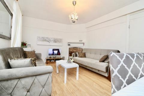 3 bedroom apartment to rent - High Street, London, E17