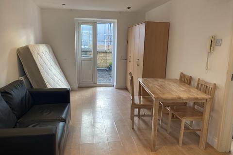 Studio to rent - Commercial Street, Aldgate East E1
