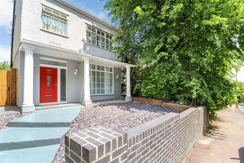 4 bedroom detached house to rent - Shooters Hill, London, SE18