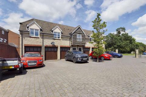 2 bedroom coach house for sale - The Rushes, Tuffley, Gloucester, GL4 0