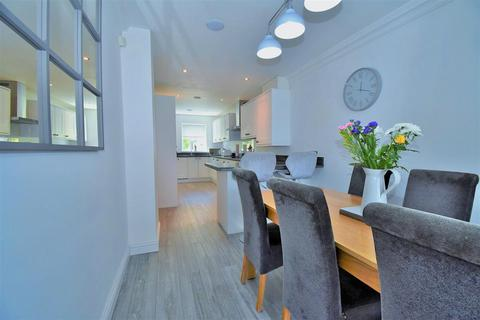 4 bedroom semi-detached house for sale - Thamesbrook, Sutton-On-Hull, Hull