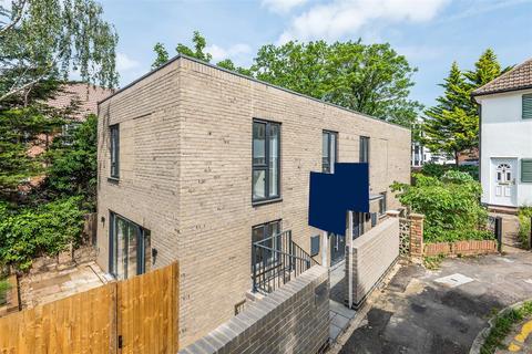 3 bedroom house for sale - Hazelwood Court, Southbank, Surbiton