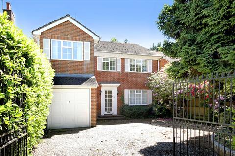 5 bedroom detached house to rent - Gregories Road, Beaconsfield, HP9