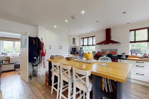 4 bedroom detached house for sale - Valley Drive, Ilkley, LS29 8PD