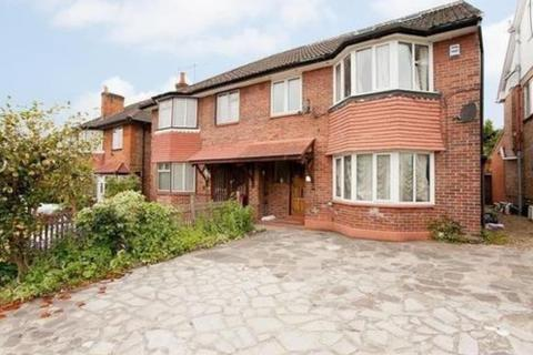 1 bedroom in a house share to rent - Friars Way, Acton W3