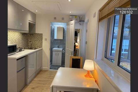 Studio to rent - Hemingford Close, Barnet, London, N12