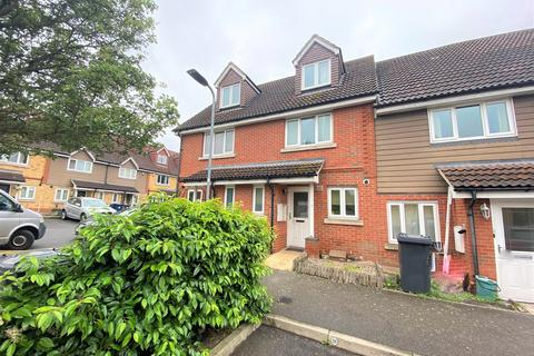 3 bedroom townhouse to rent - Poppy Close, Northolt Middlesex UB5
