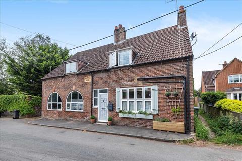 3 bedroom semi-detached house for sale - Hamble House, Shipton Bellinger