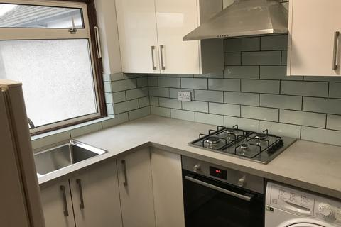 4 bedroom flat to rent - Lady Margaret Road, UB1 2NH