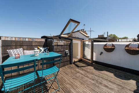 3 bedroom flat for sale - Elspeth Road, Battersea, London, SW11