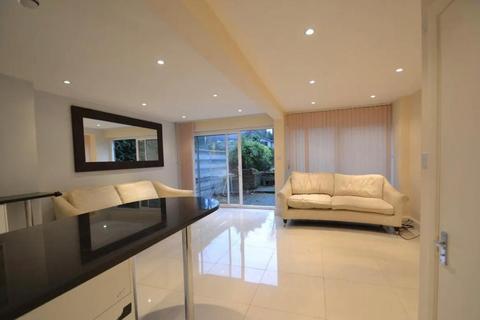 5 bedroom end of terrace house to rent - Heronsforde, london W13