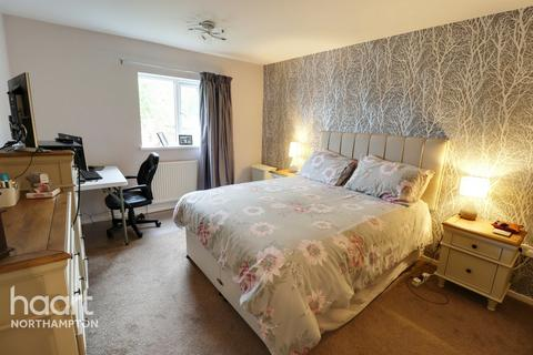 2 bedroom end of terrace house for sale - Camborne Close, Northampton