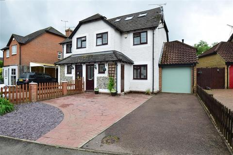 4 bedroom semi-detached house for sale - Low Meadow, Halling, Rochester, Kent