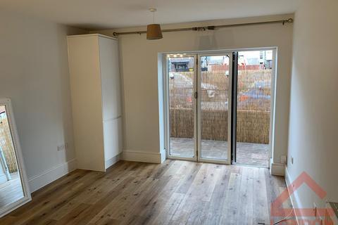 1 bedroom flat to rent - Lavender Avenue, KT4 8RR