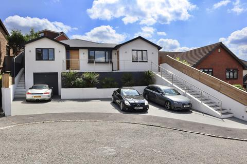 5 bedroom bungalow for sale - Barleymow Close,  Walderslade, ME5