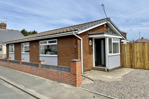 3 bedroom detached bungalow for sale - Laburnum Road, Fulwell