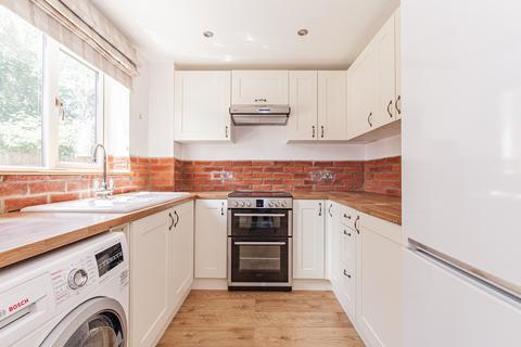 2 bedroom terraced house to rent - Dovehouse Close, Eynsham