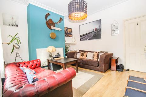 4 bedroom terraced house to rent - ALL BILLS INCLUDED - Burley Lodge Road