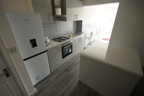 5 bedroom terraced house to rent - London Road, Stoke