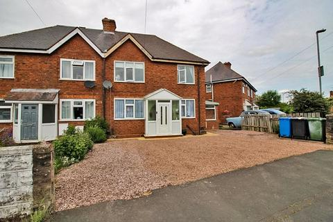 3 bedroom semi-detached house for sale - North Crescent, Featherstone