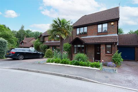 3 bedroom detached house for sale - St. Marys Avenue, Bramley, Tadley, RG26