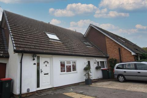 2 bedroom terraced house to rent - Matthey Place, Crawley