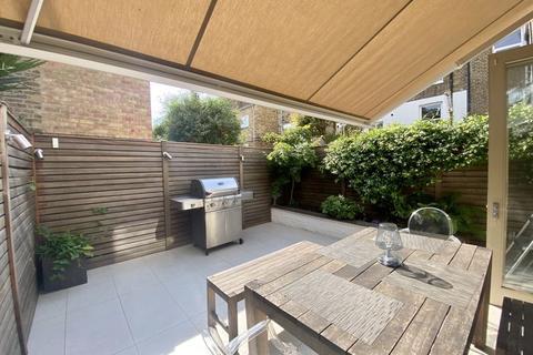 4 bedroom property to rent - Knivet Road, London