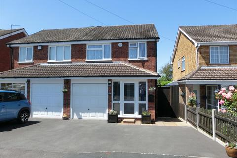 3 bedroom semi-detached house for sale - Woodleaves, Hollywood