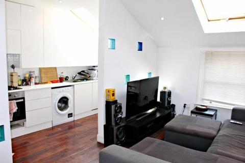 3 bedroom flat to rent - Adelaide Grove, White City, W12