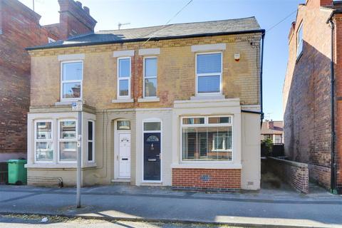 3 bedroom semi-detached house for sale - Daybrook Street, Sherwood, Nottinghamshire, NG5 2HD