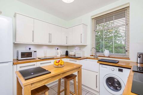 3 bedroom flat for sale - William Bonney Estate, Clapham