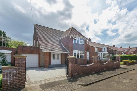 3 bedroom detached house for sale - The Riding, Kenton, Newcastle upon Tyne