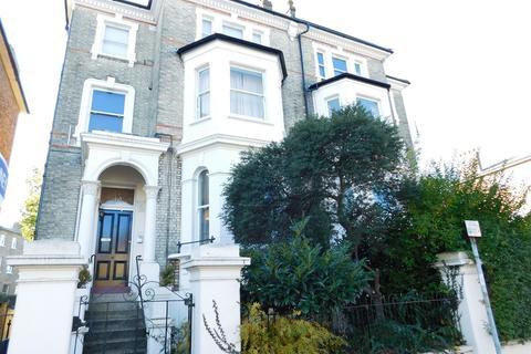 Studio to rent - St James Road, Surbiton