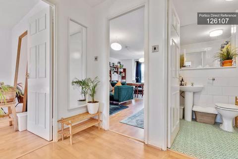 2 bedroom flat to rent - Waterfield Close, Belvedere, DA17