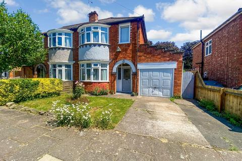 3 bedroom semi-detached house for sale - Northfold Road, Knighton
