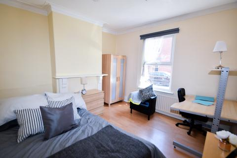 3 bedroom terraced house to rent - Club Street, Student House, Sheffield, S11 8DE