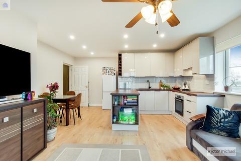 2 bedroom flat for sale - Blackthorn Road , Ilford, Essex. IG1