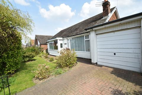 3 bedroom bungalow for sale - Woodhall Avenue, Whitefield, M45