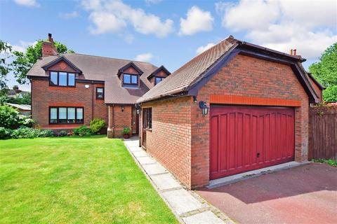 4 bedroom detached house for sale - Woodruff Close, Upchurch, Kent